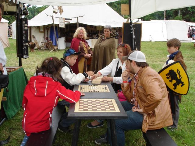 Spieltisch mit Besucher
