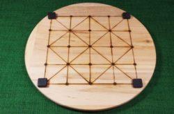 Brettspiel-Alquerque-Bagh-Chal-Brett-mit-Spielsteinen aus Marmor