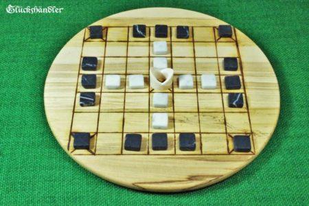 Historisches Brettspiel Fidchel mit Spielsteinen