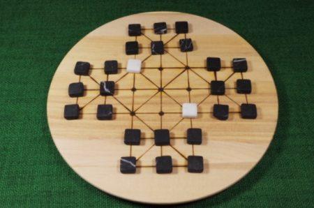 brettspiel-fuchs-und-gans-ritterspiel-mit-steinen