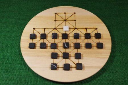 brettspiel-fuchs-und-gans-mit-steinen-2