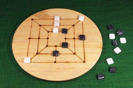Historische-Spiele-brettspiele-armenische-zehnermuehle-mit-steinen-3