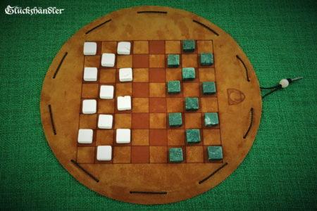 Dame-Spiel aus Leder mit Spielsteinen aus Marmor -grün und beige.