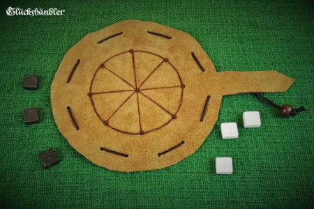 Rundmühle Leder, als Beutelspiel, mit Spielsteinen aus Marmor schwarz und weiß