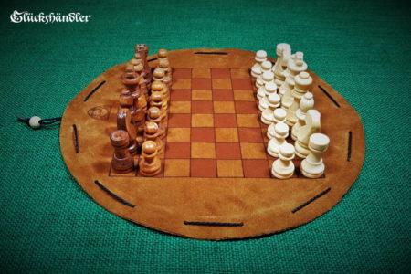 Schachbrett-Leder-Beutelspiel.-mit-Figuren