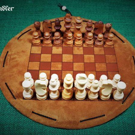 Schachbrett - Leder - Beutelspiel. mit Figuren.