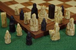 Mittelalterliche-Schachfiguren-Isle-of-Lewis-klein