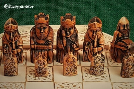 Schachfiguren Isle of Lewis Farbe braun & grün - mit Schachbrett