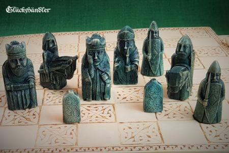 Schachfiguren Isle of Lewis Farbe braun & grün - mit Schachbrett-II