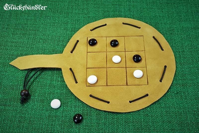 Tic Tac Toe Spiel Leder klein mit Glassteinen als Beutelspiel