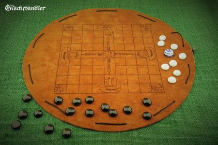 Tablut - Brettspiel aus Leder mit Verzierungen und Spielsteinen aus Glas - schwarz und weiß