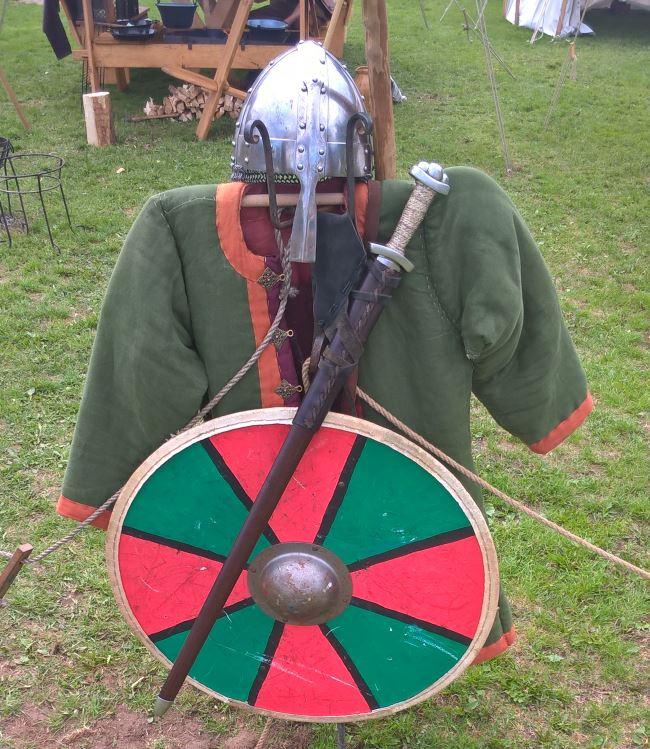Nordische Rüstung mit Schwert und Schild - Mittelaltertage Haar 2018