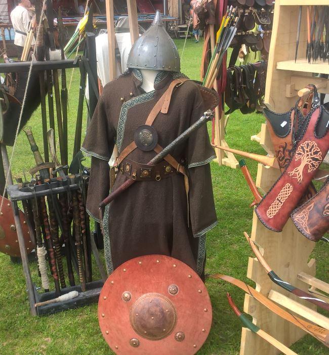 Waffenschmiede bieten Schwert und Schild - Mittelaltertage Haar 2018