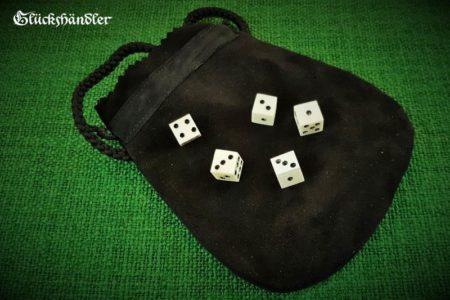 5 Würfel aus Knochen Mittelalter mit Lederbeutel