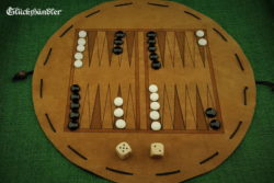 Backgammon - aus Leder mit Spielsteinen aus Glas schwarz & weiß