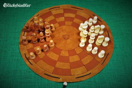 Byzantinisches-Schachbrett-aus-Leder-als-Beutelspiel-mit-Figuren