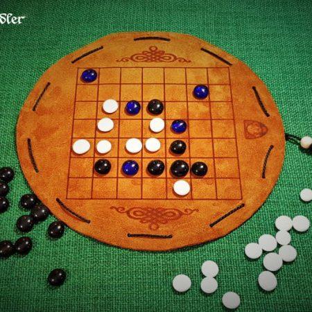 Pah Tum Brettspiel aus Leder mit Glassteinen