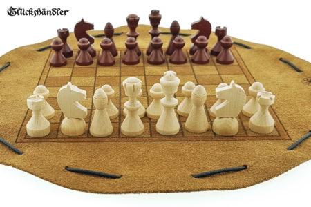 Schachbrett- aus Leder, Größe d 28cm mit Figuren aus Buchenholz als Beutelspiel
