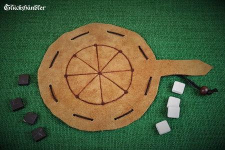 Mu Torere Spiel aus Leder, mit Marmorsteinen - schwarz und weiß.