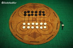 Surakarta-Brettspiel-aus-Leder-mit-Spielsteinen aus Glas