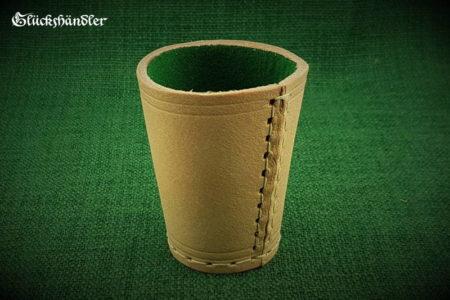 Würfelbecher aus 4mm starkem Rindleder - Natur mit grüner Filzeinlagen.