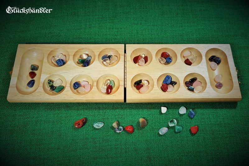 Kalaha-Mancala-Oware offen mit Spielsteinen aus Edelstein