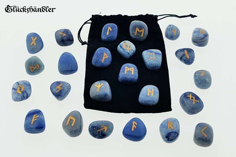 Runes Set - Blue Quartz with Samtäckchen