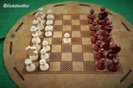 Schachbrett-Keltisch aus Leder als Beutelspiel d.28cm mit Figuren aus Buchenholz