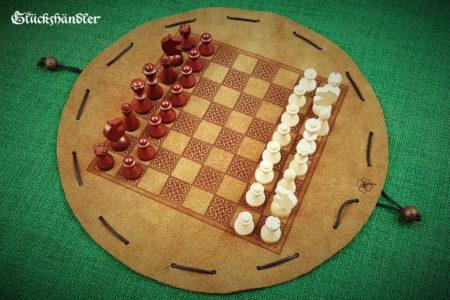 Schachbrett-Keltisch aus Leder als Beutelspiel d 28cm mit Figuren aus Buchenholz