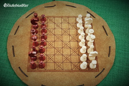 Schachbrett-Mittelalter- Beutelspiel aus Leder mit Figuren aus Buchenholz, Natur & Dunkelbraun