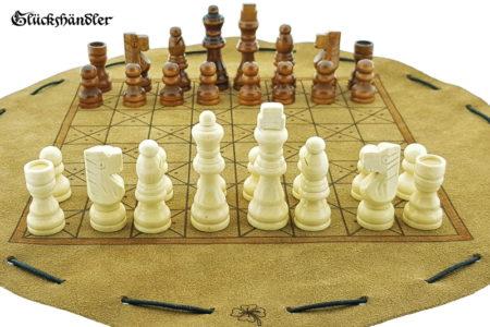 Schachbrett-Mittelalter aus Leder als Beutelspiel mit Figuren