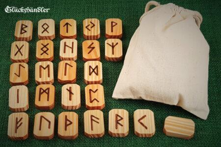 Runen Orakel Set - Holz - Lärche - gewachst mit Stoffsäckchen