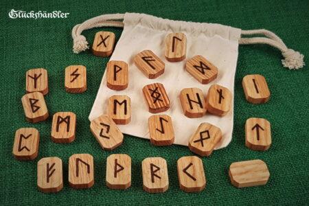 Runen Orakel Set -Holz-Roteiche-gewachst-mit Stoffsäckchen